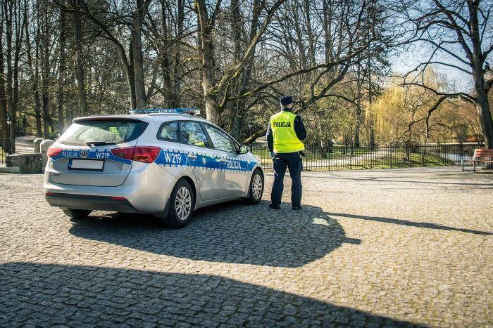 """Policja Rybnik: """"Rozejrzyj się i żyj"""" - aplikacja na telefon, która może uratować życie"""